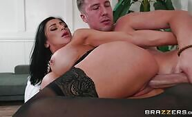 Horny Audrey Bitoni Has A Different Physical Therapy In Mind For Jessy Jone's Sore Leg